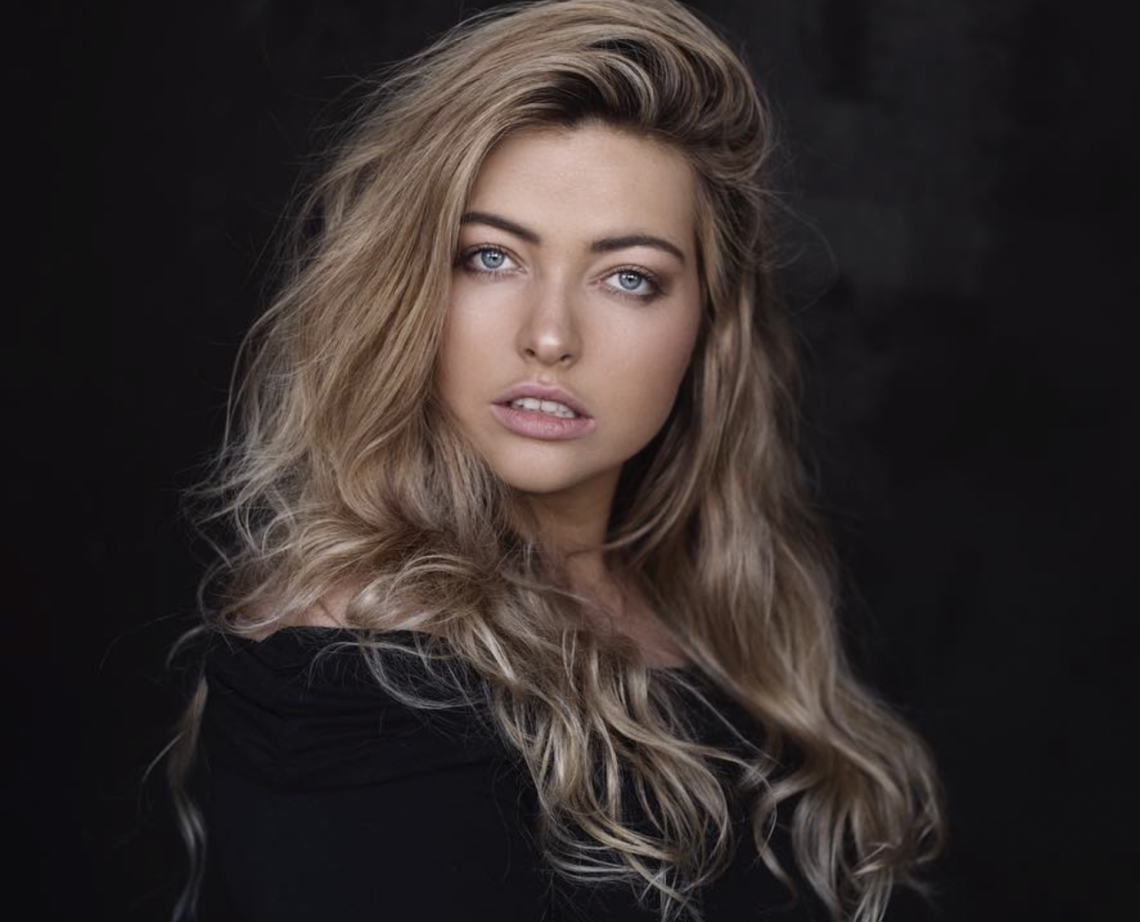 Balistarz-model-Jess-Earle-landscape-shoot-black-background-with-a-sweater