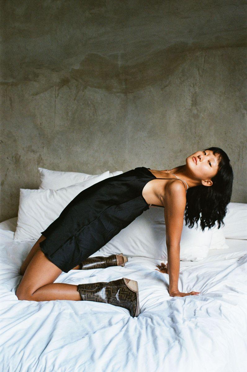 Balistarz-model-Jiji-Pyun-portrait-casual-shoot-on-a-bed