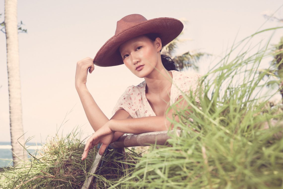 Balistarz-model-Jiji-Pyun-landscape-shoot-resting-on-wood-adventuring