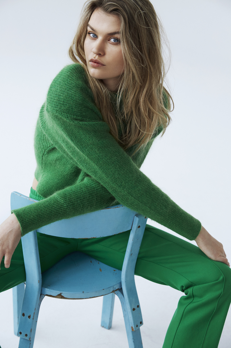 Balistarz-model-portrait-shoot-in-a-green-outfit-sitting-on-a-small-blue-chair