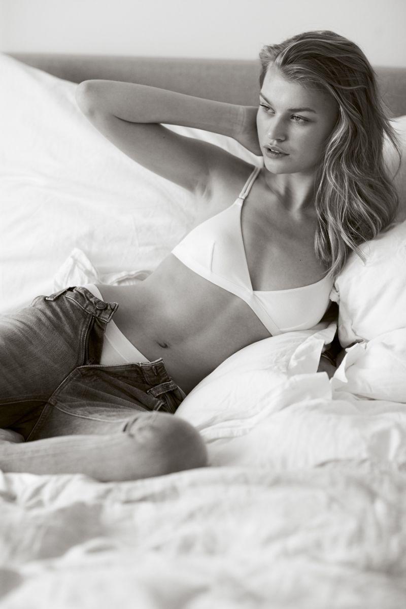 Balistarz-model-Josefine-Justesen-black-and-white-portrait-shoot-in-bed-with-jeans-and-a-white-bikini