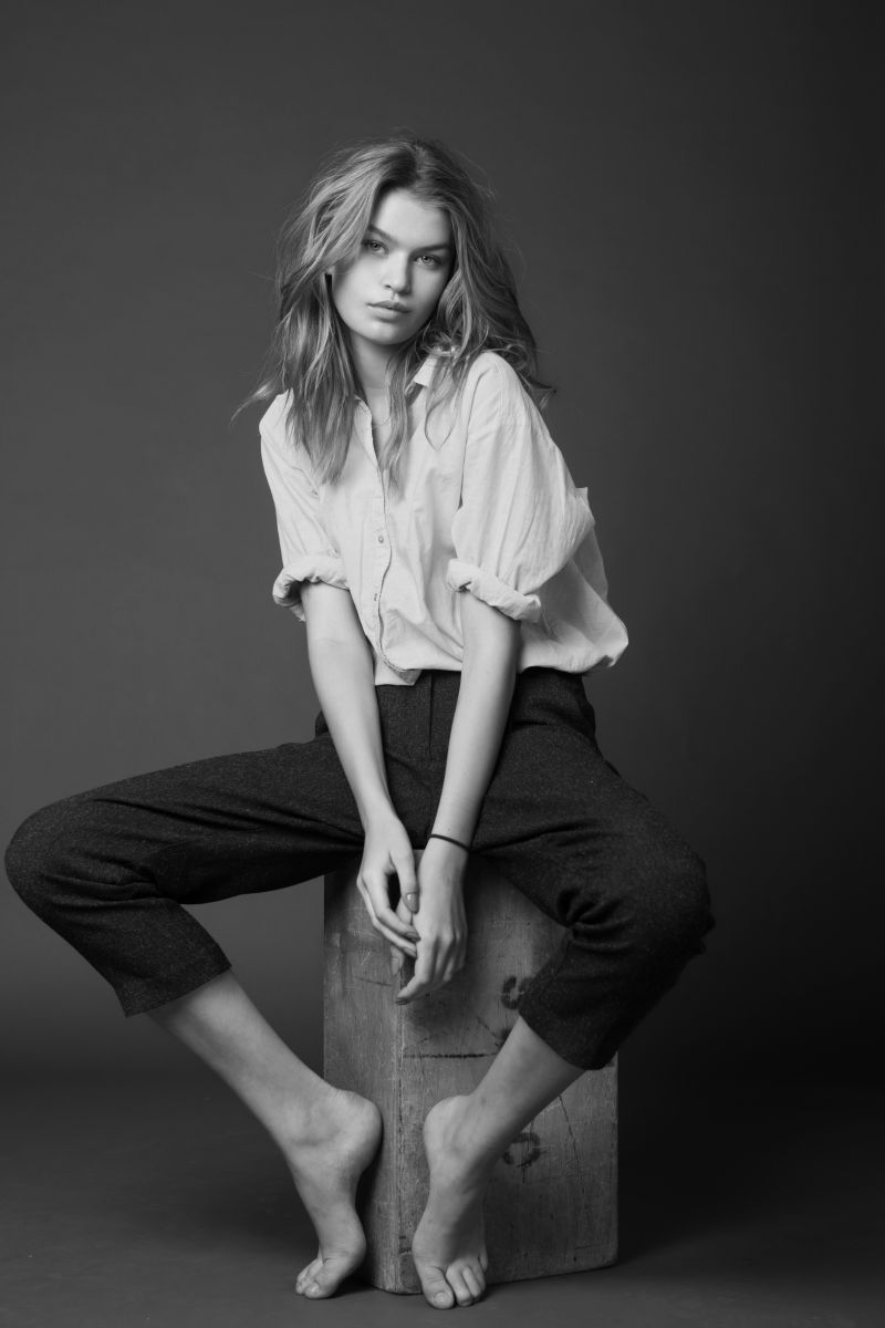 Balistarz-model-Josefine-Justesen-portrait-black-and-white-shoot-sitting-on-a-block