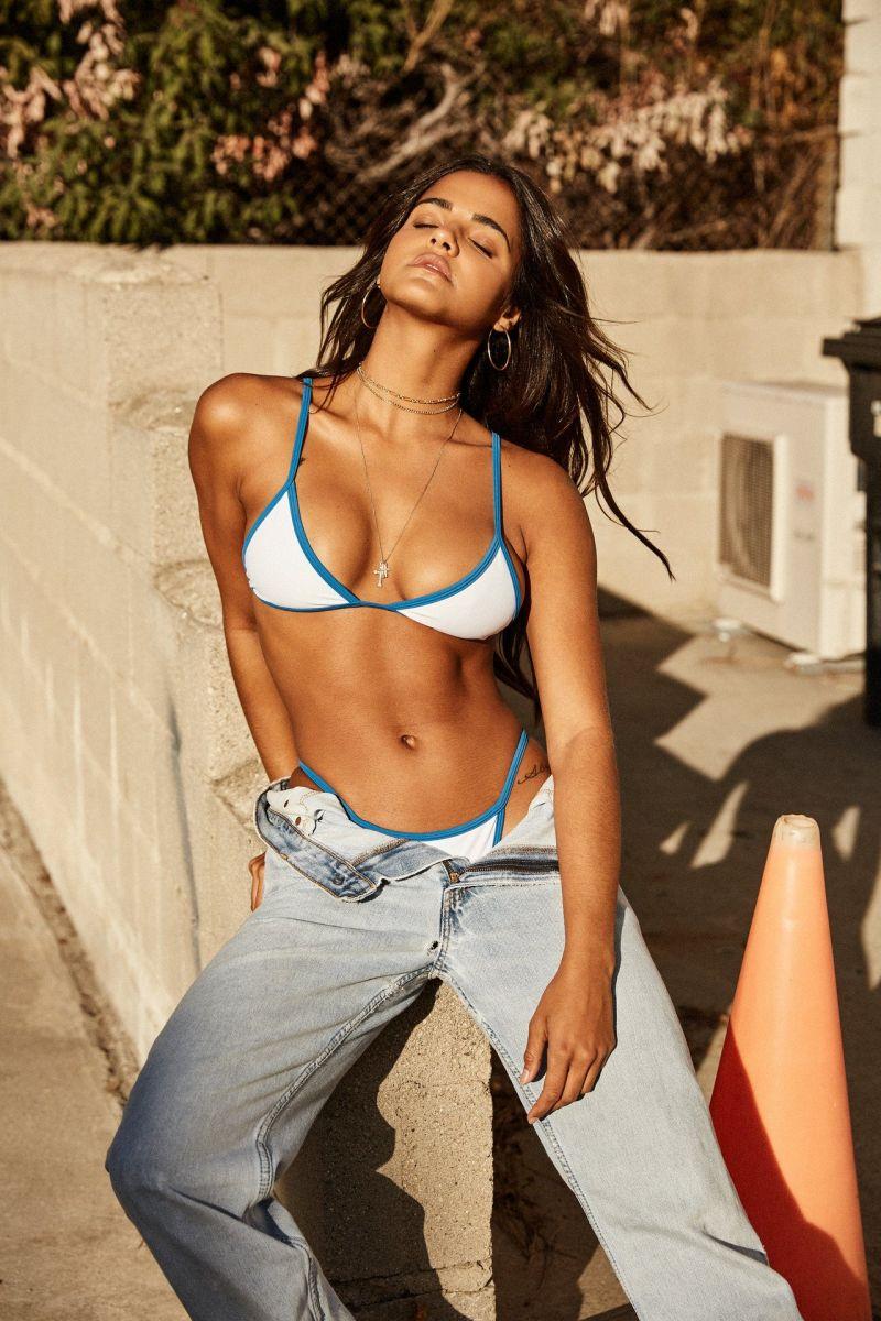 Balistarz-model-Julia-Muniz-portrait-shoot-sitting-on-steps-in-jeans-and-a-blue-white-bikini