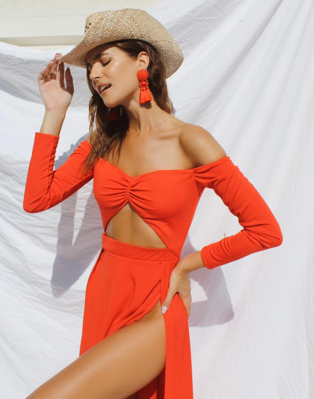 Balistarz-model-Julie-Rose-portrait-shoot-in-a-orange-fancy-outfit-with-a-hat