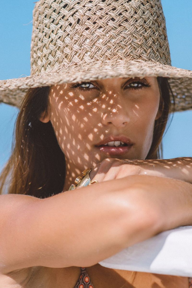 Balistarz-model-Julie-Rose-portrait-closeup-shoot-with-a-straw-hat