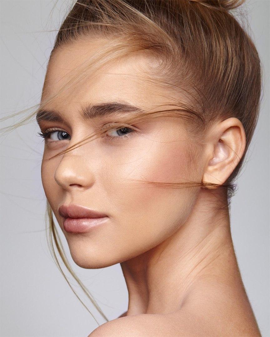 Balistarz-model-Kristina-Gwiazda-beauty-headshot-portrait-looking-at-camera