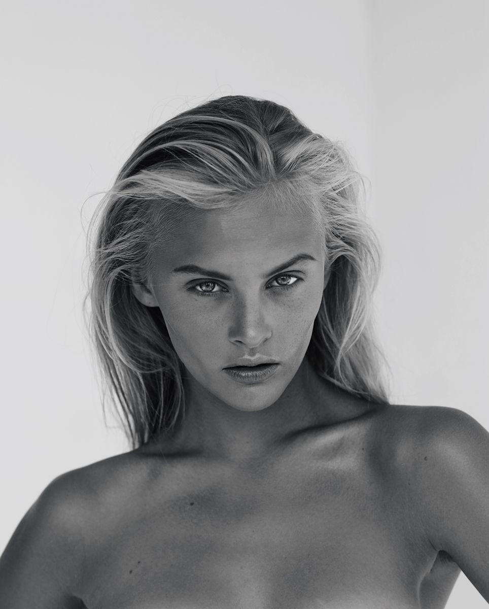 Balistarz-model-Ksenia-black-white-portrait-headshot-shoot