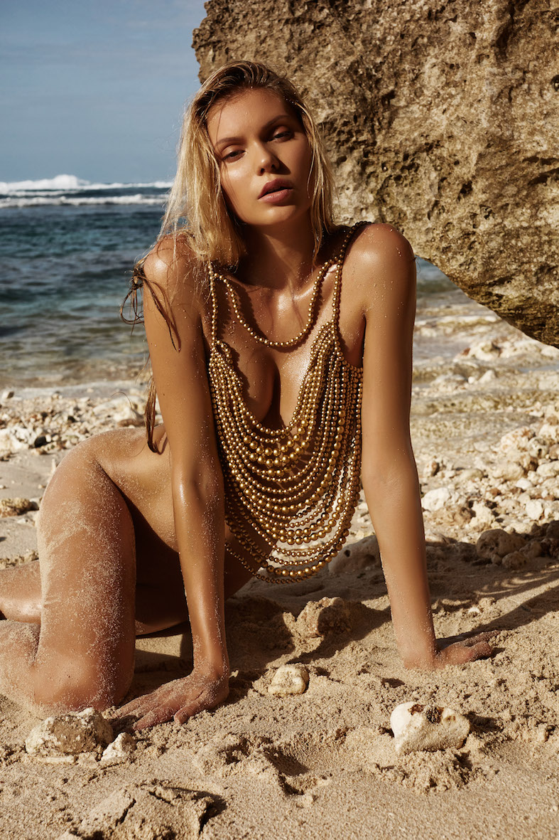 Balistarz-model-Laura-Ziedone-portrait-beach-shoot-on-the-sand-with-a-golden-necklace-for-Adrian-Ivan