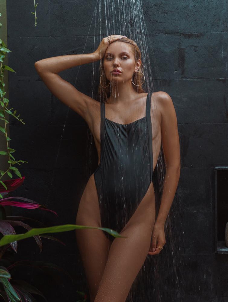 Balistarz-model-Laura-Ziedone-portrait-shoot-taking-a-shower-in-a-swimsuit