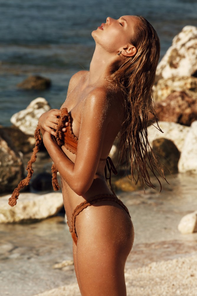 Balistarz-model-Laura-Ziedone-portrait-beach-shoot-embracing-the-breeze-in-a-swimsuit