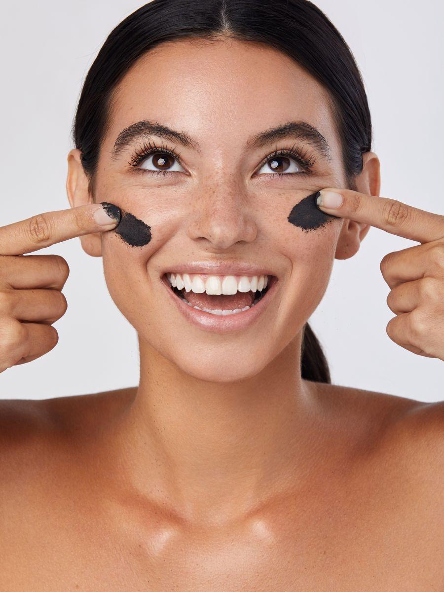 Balistarz-model-Laurel-Thoma-clean-shot-beauty-portrait-happy-face-smiling