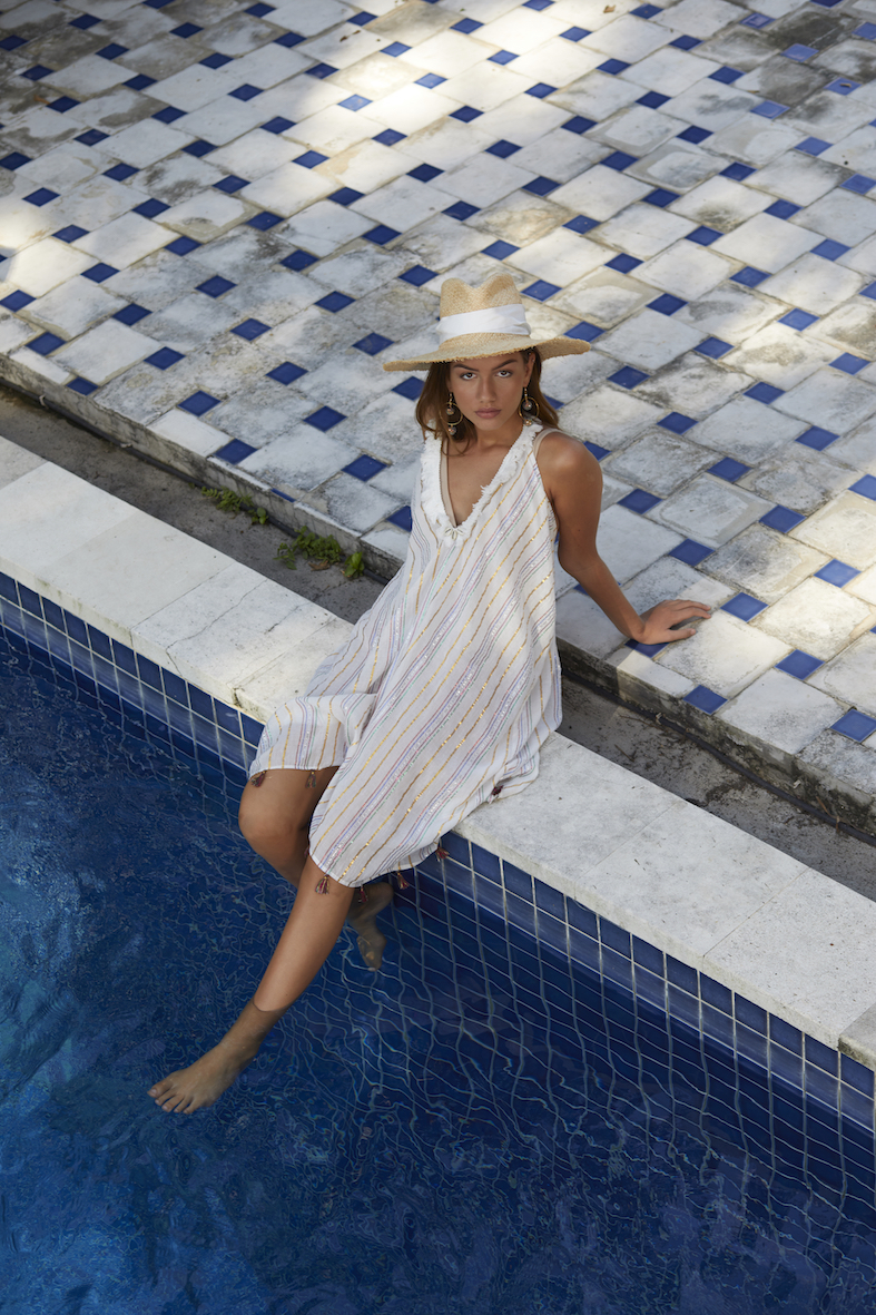 Balistarz-model-Lente-Hugen-fashion-shoot-sitting-at-the-pool-side-photo-taken-from-higher-angle