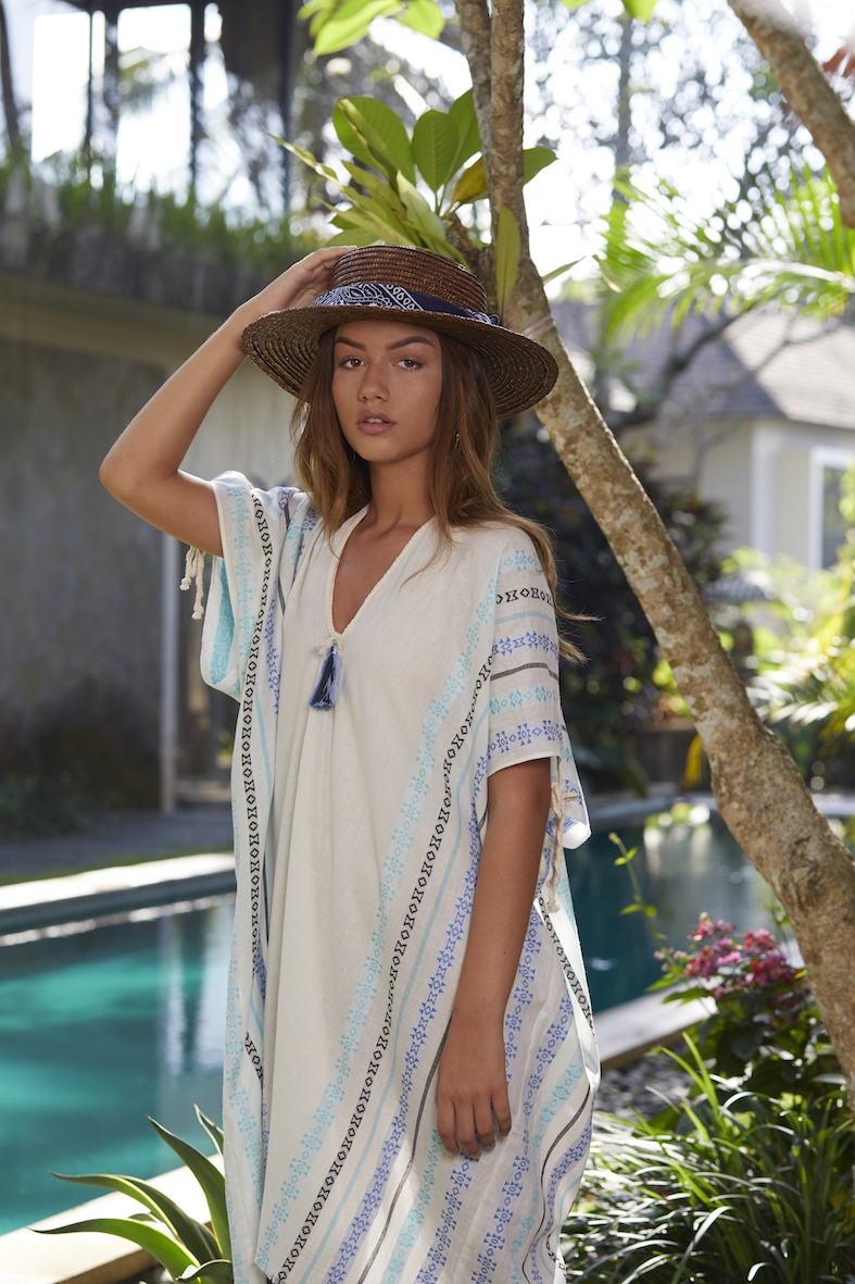 Balistarz-model-Lente-Hugen-fashion-shoot-long-dress-and-round-hat-near-the-pool