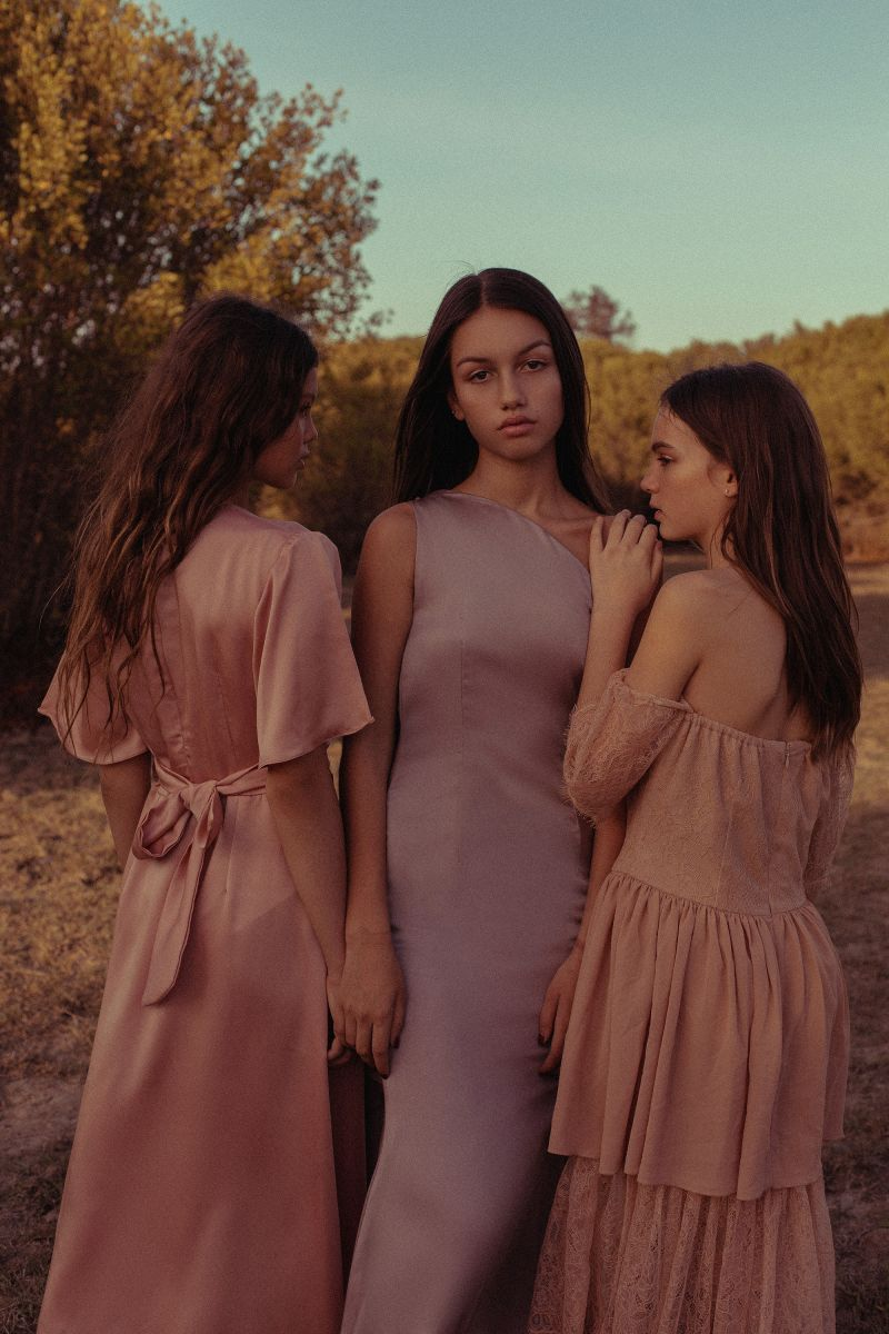 Balistarz-model-Lente-Hugen-moody-group-portrait-looking-at-camera