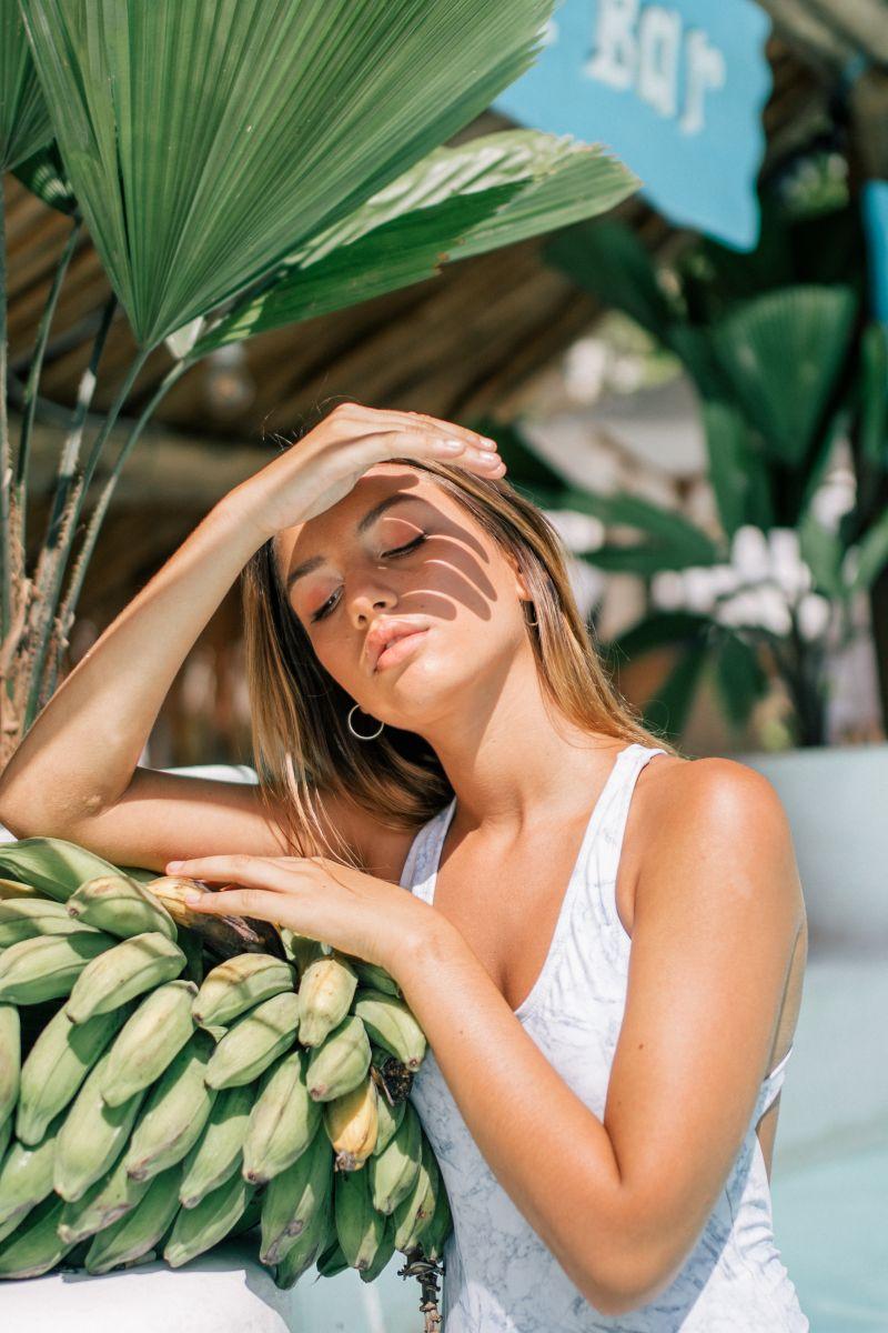 Balistarz-model-Lente-casual-portrait-under-the-sun