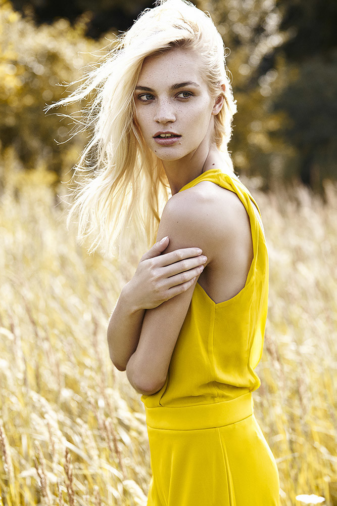Balistarz-model-Liliya-Abraimova-sideways-shoot-yellow-dress-in-beautiful-yellow-field