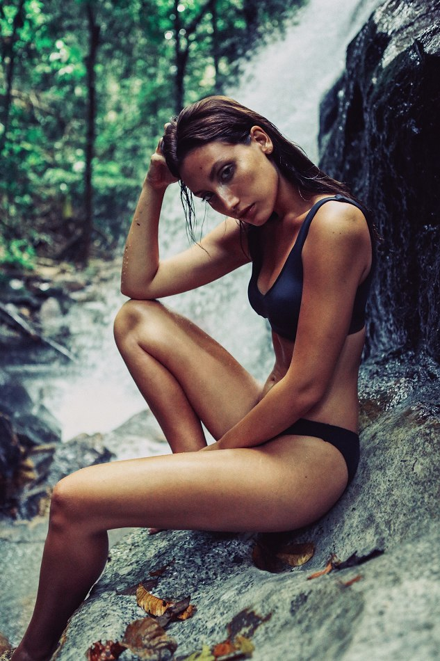 Balistarz-model-Lizette-Croes-sitting-on-a-wet-rock-next-to-the-miniature-waterfall