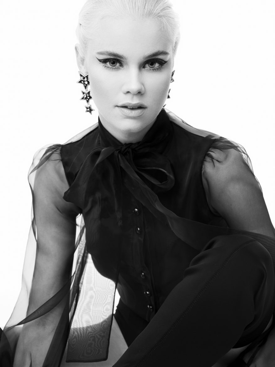 Balistarz-model-Lotte-Keijser-black-and-white-shoot-black-button-up-star-earrings