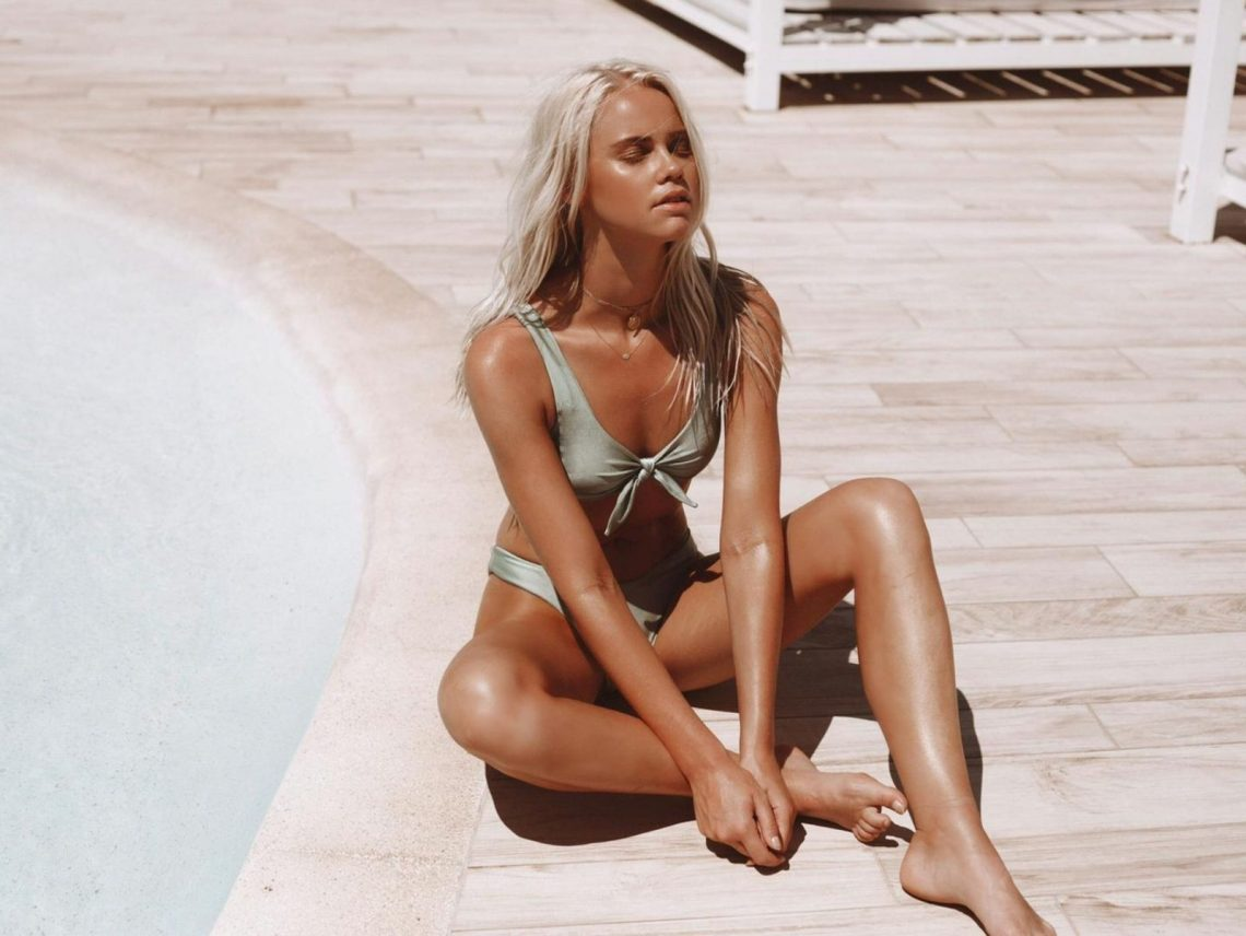 Balistarz-model-Lotte-Keijser-pool-shoot-grey-bikini-wood-floor