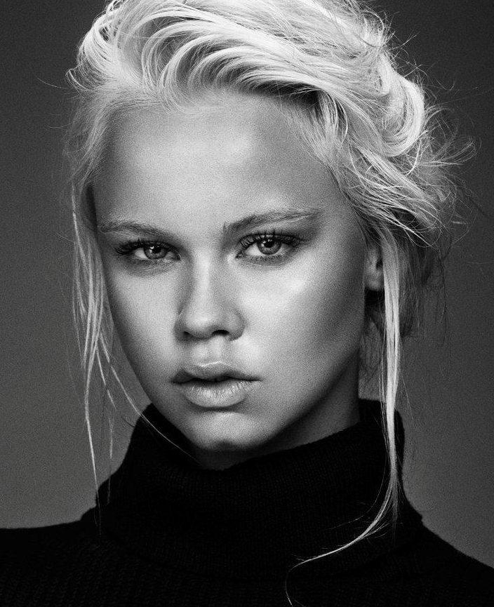 Balistarz-model-Latte-Keijser-black-white-headshot-portrait-in-black-turtleneck