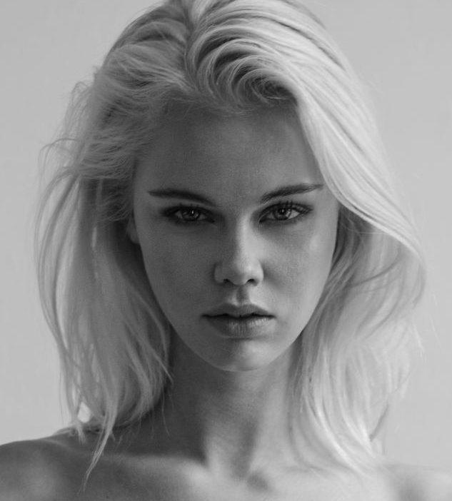 Balistarz-model-Lotte-Keijser-headshot-profile-shoot-black-and-white