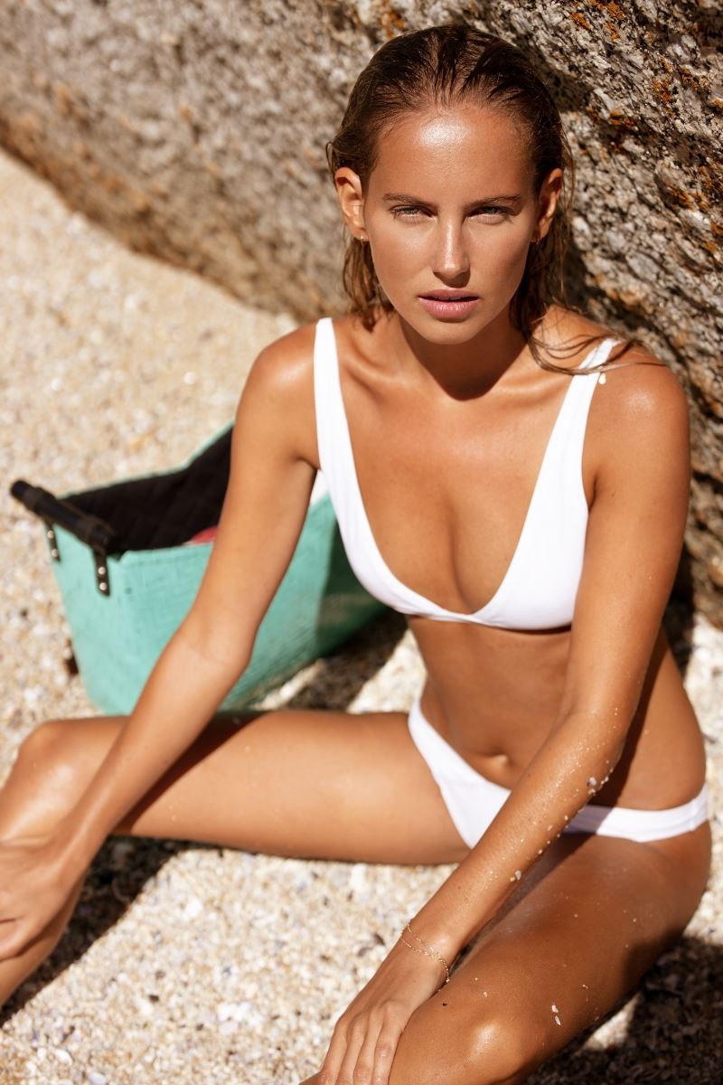Balistarz-model-Luca-Lasseur-portrait-beach-shoot-in-a-white-bikini
