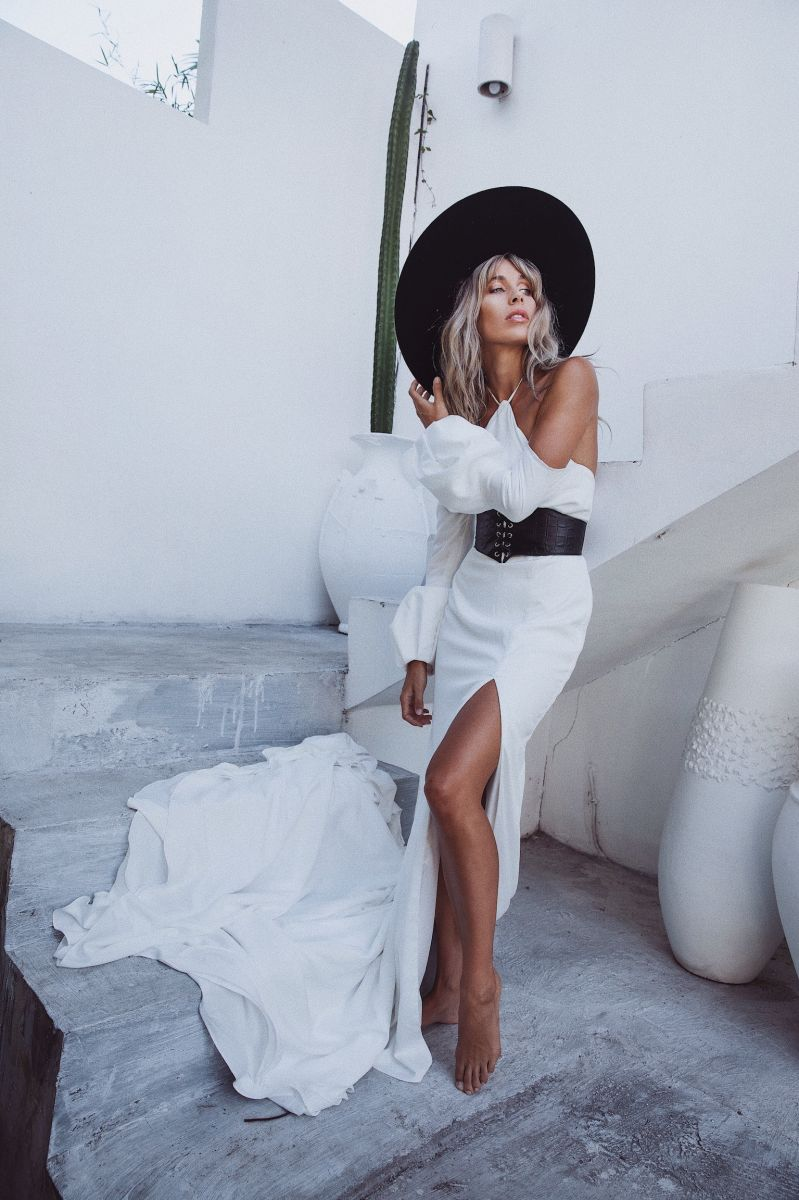 Balistarz-model-Madeline-Relph-fashion-in-white-amazing-white-long-dress-she-is-also-wearing-black-rounded-hat
