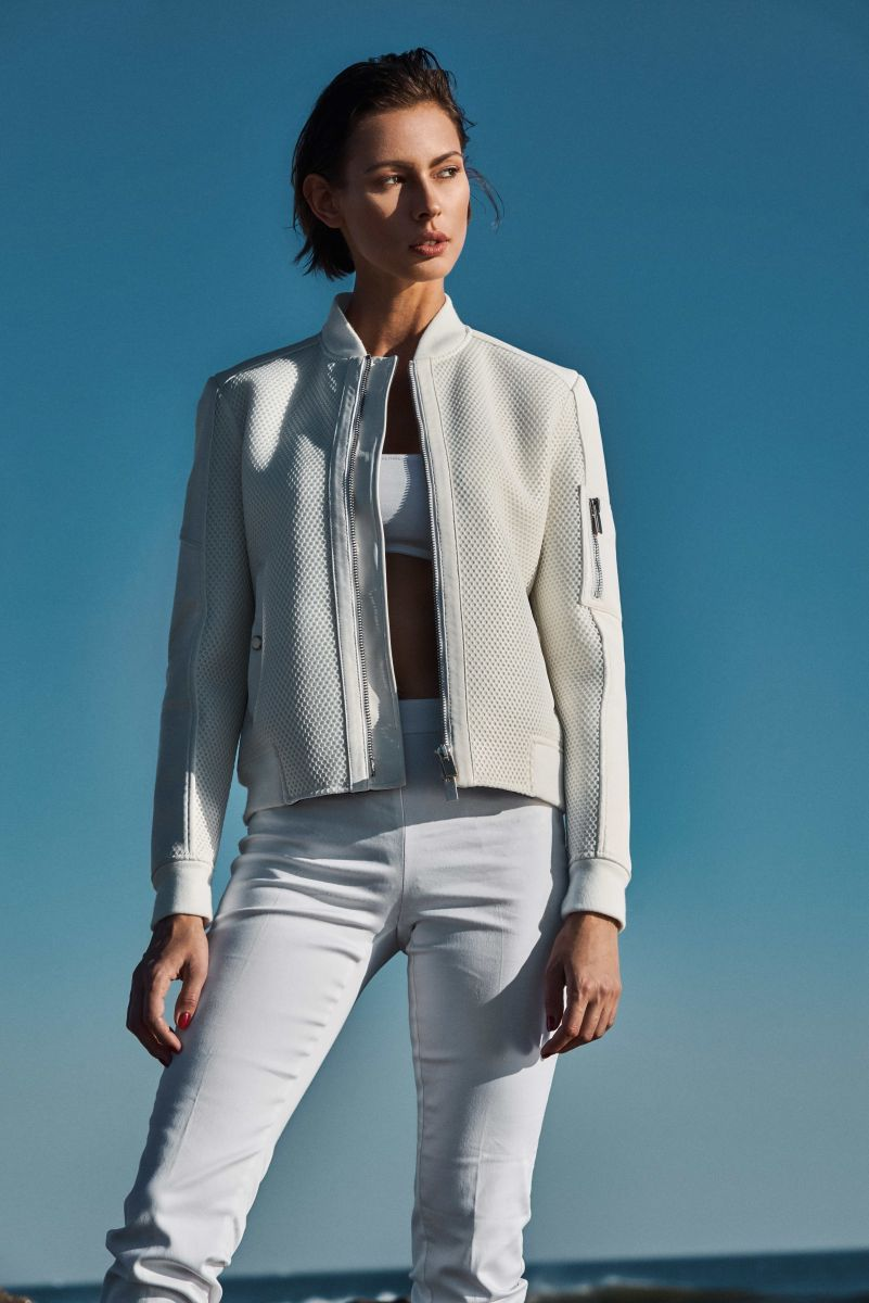 Balistarz-model-Magdalena-Muzyka-hill-portrait-shoot-white-jacket