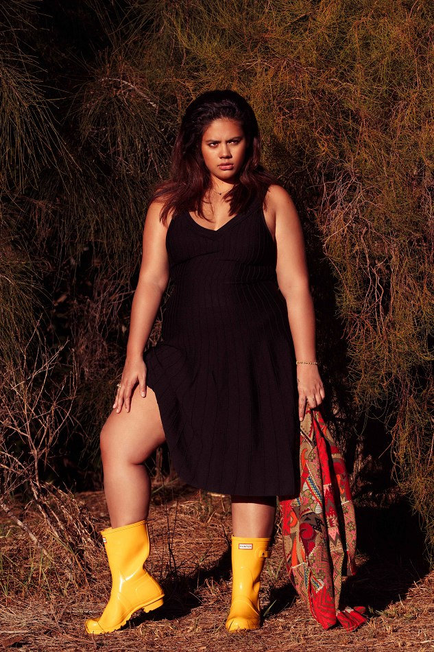 Balistarz-model-Mahalia-portrait-shoot-with-yellow-boots-in-black-dress-with-grass