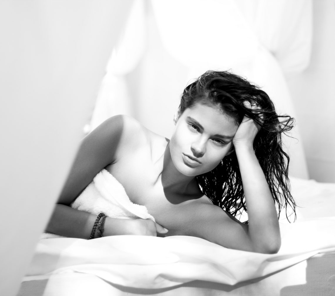 Balistarz-model-Maria-Yarosh-black-white-shoot-lay-in-bed-portrait