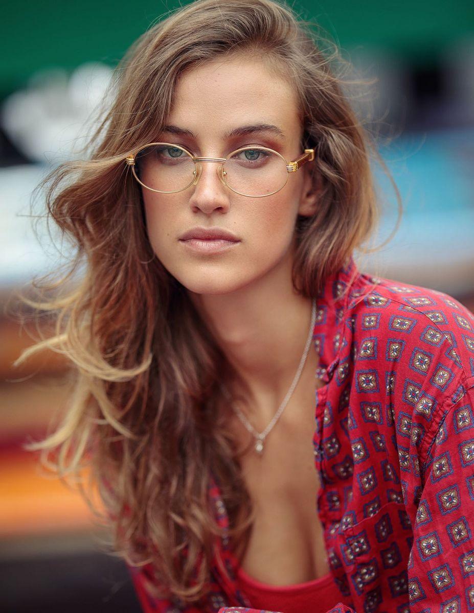 Balistarz-model-Meg-Lindsay-glasses-red-clothes-angelic
