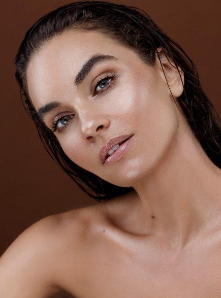 Balistarz-model-Michelle-D'agostino-head-shot-tilt-brown-smile