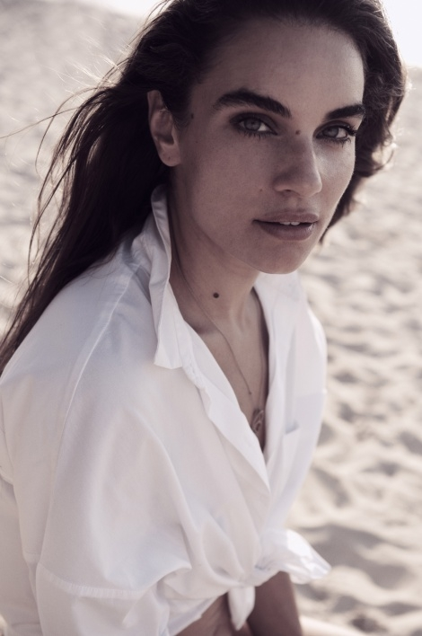 Balistarz-model-Michelle-D'agostino-beach-shoot-white-shirt-necklace