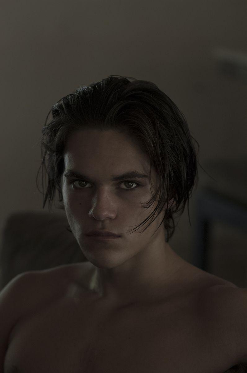 Balistarz-model-Miro-Gerede-head-shot-in-the-dark