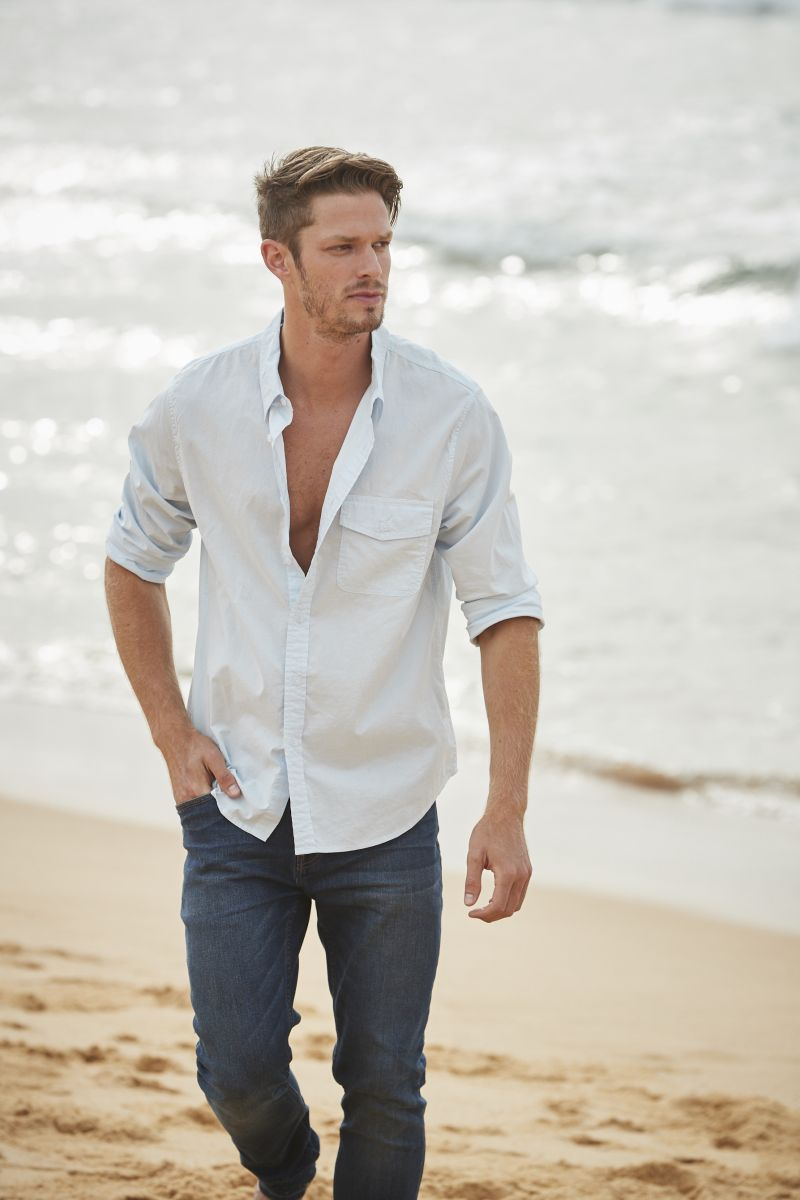 Balistarz-model-Mitch-Walker-casual-fashion-shot-for-irving-and-powell-clothing-brand-near-the-beach