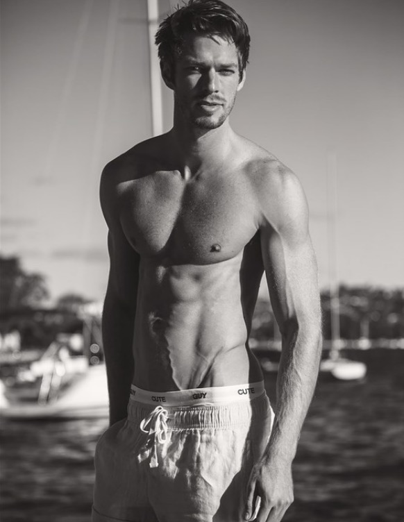 Balistarz-model-Mitch-Walker-casual-shot-at-the-beach-black-and-white-topless