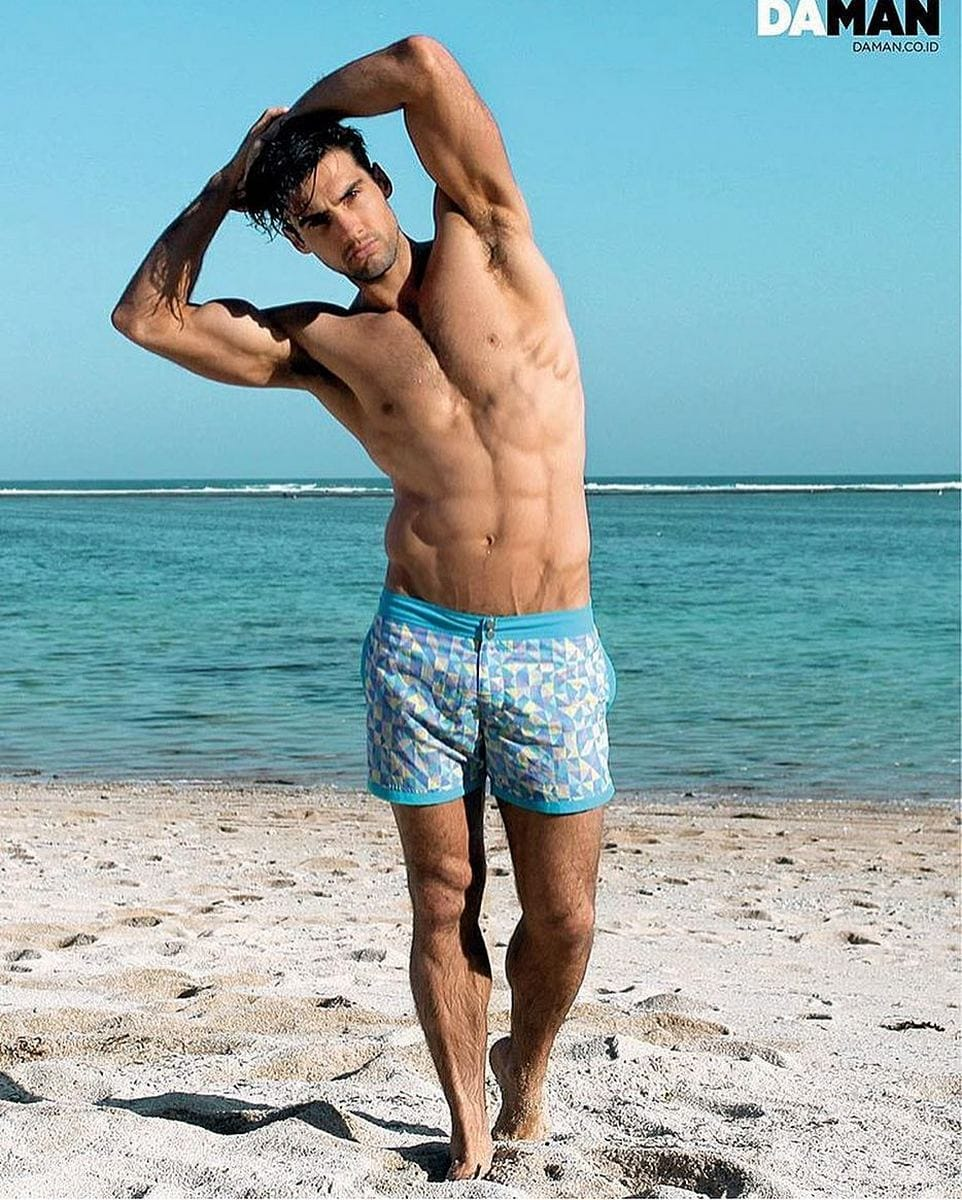 Balistarz-model-Mitchell-Wick-beach-style-wearing-blue-shorts-near-the-beach