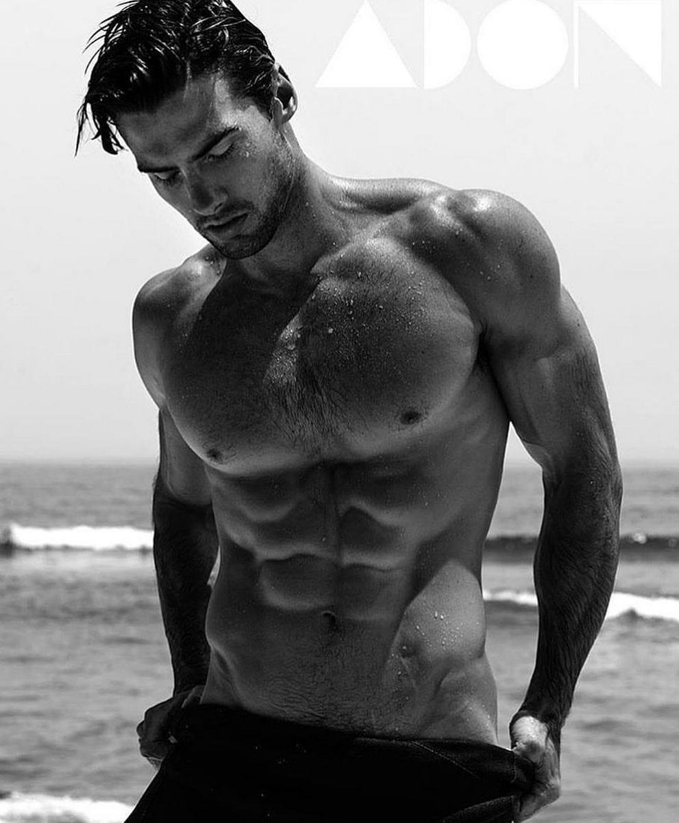 Balistarz-model-Mitchell-Wick-black-and-white-portrait-near-the-beach