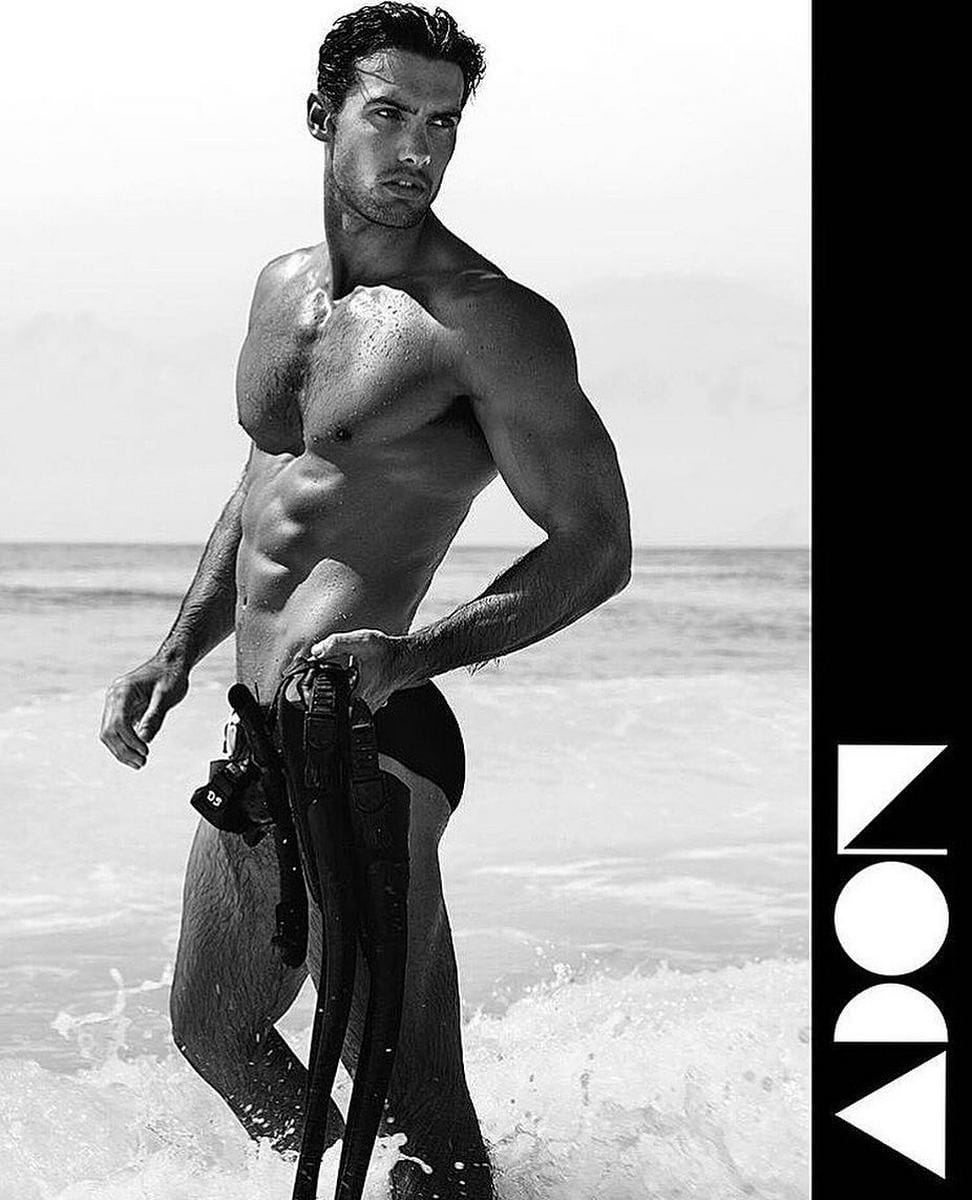 Balistarz-model-Mitchell-Wick-black-and-white-photo-shoot-bringing-snorkelling-equipments-at-the-beach