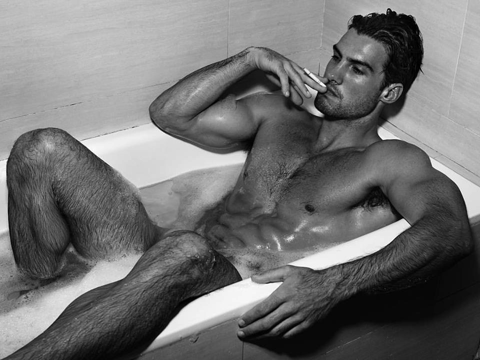 Balistarz-model-Mitchell-Wick-smoking-at-the-bathtube-half-naked