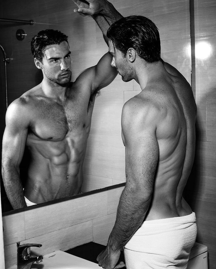 Balistarz-model-Mitchell-Wick-looking-at-the-mirror-black-and-white