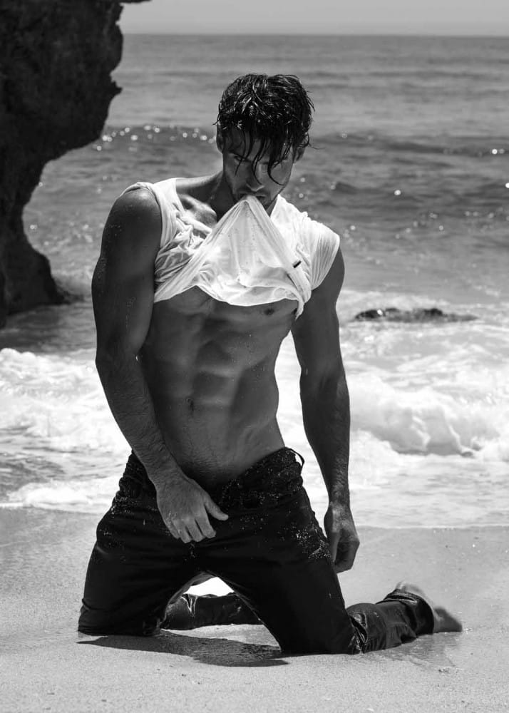 Balistarz-model-Mitchell-Wick-black-and-white-beach-photo-session