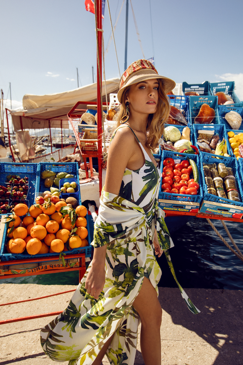 Balistarz-model-Nastya-Beresneva-walking-around-the-shop-with-the-fresh-smell-fruits-with-a-tropical-dress