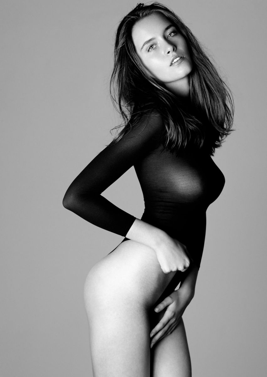 Balistarz-model-Nastya-Beresneva-black-and-white-pull-black-suit-beautiful-expression