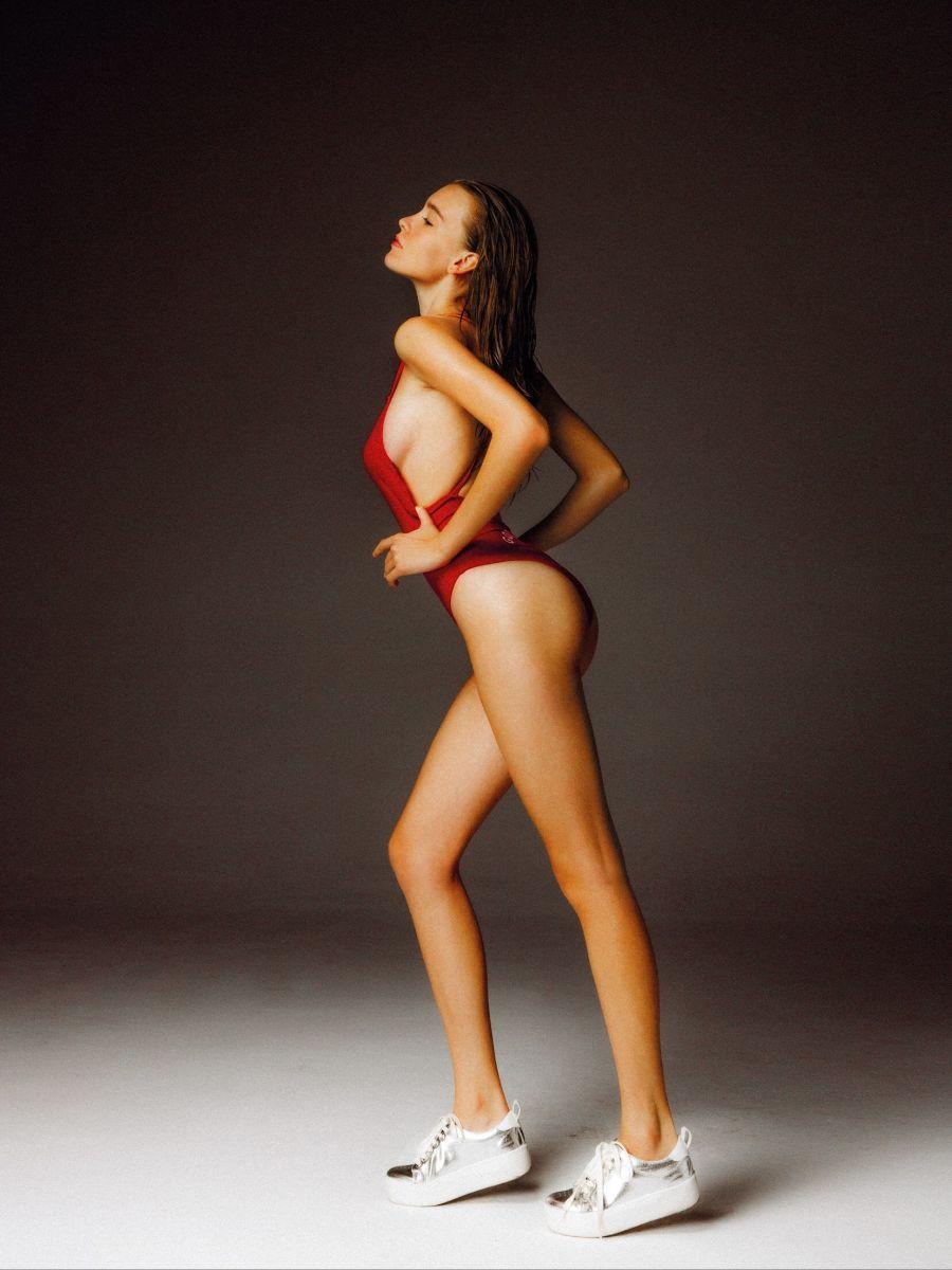 Balistarz-model-Nastya-Beresneva-in-red-body-suit-pulling-on-the-sides-feeling-the-air