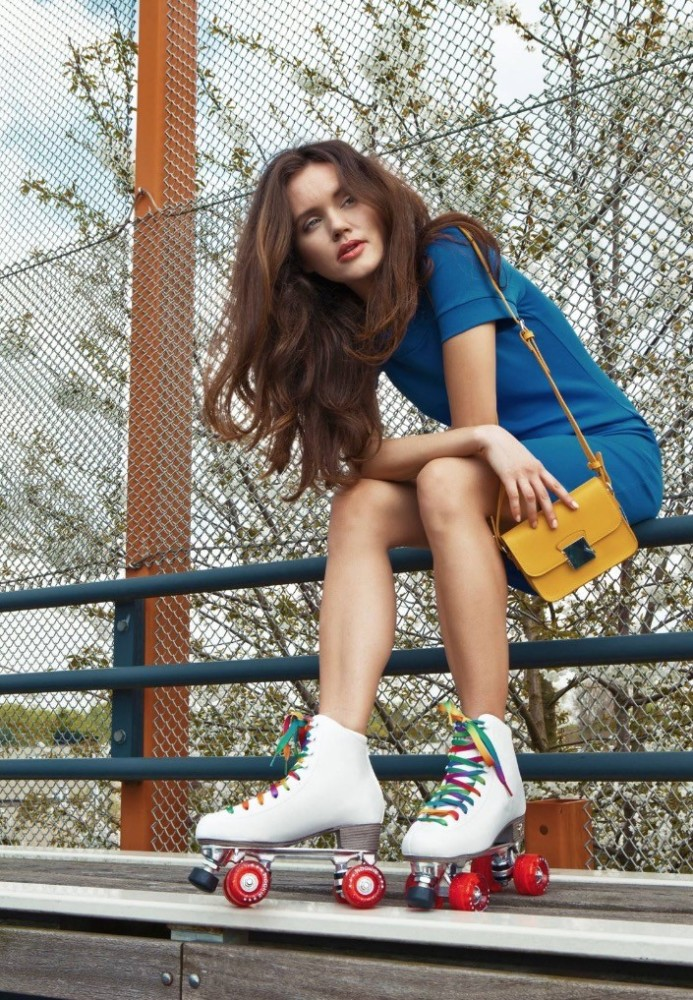 Balistarz-model-Natalia-Brhel-portrait-casual-outdoors-shoot-in-rollerblades-and-a-blue-dress