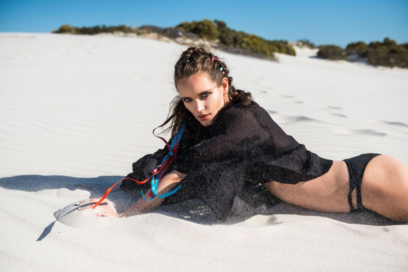 Balistarz-model-Natalia-Brhel-landscape-desert-shoot-laying-on-sand