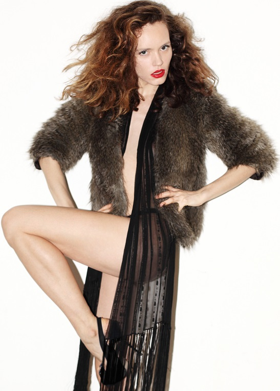 Balistarz-model-Natalia-Brhel-portrait-shoot-full with fur coat.