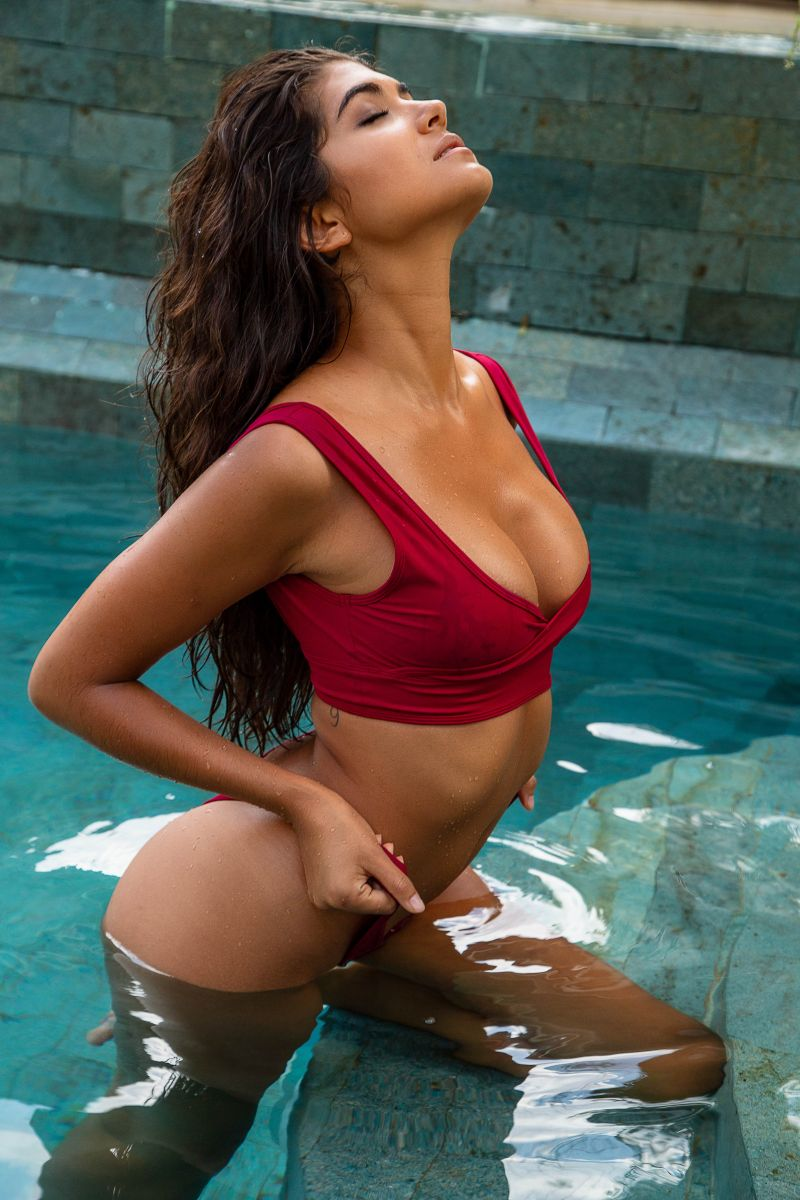 Balistarz-model-Nena-France-swimming-pool-photo-session-red-bikini