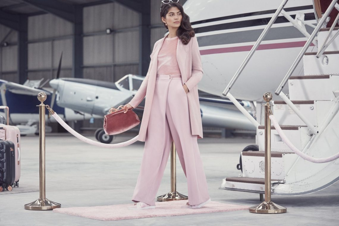 Balistarz-model-Nena-France-high-fashion-vip-getting-off-the-plane-in-pink-dress